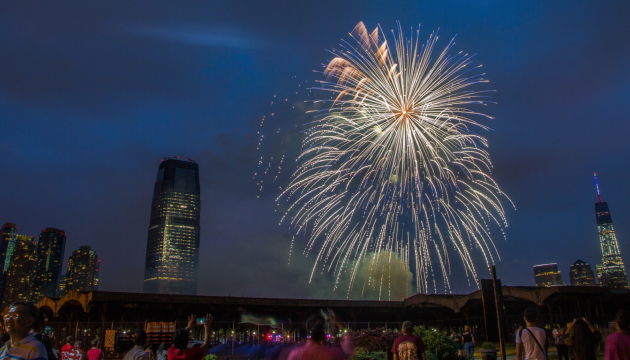 Fireworks going off during last year's Freedom and Fireworks Festival in Liberty State Park. Photo courtesy of freedomandfireworks.com.